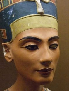Queen Nefertiti bust | 3400-year-old