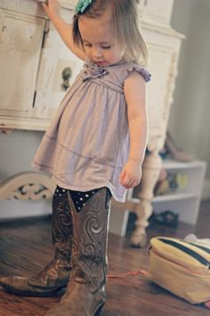 Big Shoes by dearbabyblog: Adorable! #Photography #Big_Shoes #dearbabyblog