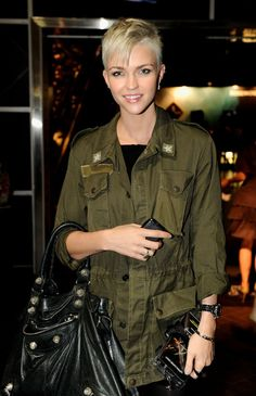 How come I haven't heard of this homo before now? Cute, stylish, out. Let's have more people like Ruby Rose, shall we?