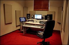 A very nice studio! (does anyone know where this studio is?)