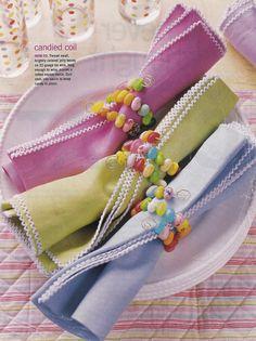 Argola de guardanapo criativa, feita com jujubas. #páscoa #easter #jellybean #napkinholder
