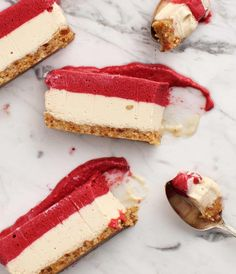 This Raspberry Vegan Cheesecake is the BEST healthy dessert! It's made of two layers - a raspberry lemon chia layer and a coconut lemon layer - over a walnut crust. Easy to make, and absolutely delicious. Vegan Cheesecake, Cheesecake Recipes, Cheesecake Cake, Raspberry Cheesecake, Raw Desserts, Dessert Recipes, Dessert Healthy, Vegan Cream Cheese, Cashew Cheese