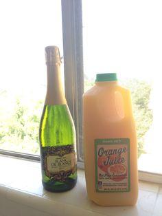 A mimosa é um drink típico dos EUA, mas os ingredientes são verde e amarelo! Champa e suco de laranja. ⚽️