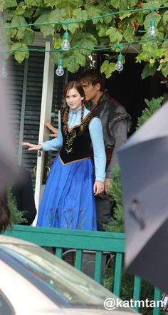 Scott and Elizabeth lail on the set - Behind the scenes 4 *9 - 9 Oct 2014