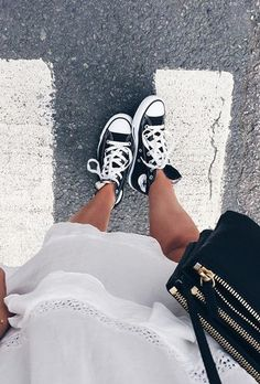 432c680538c chuck taylors  converse Black Converse Outfits