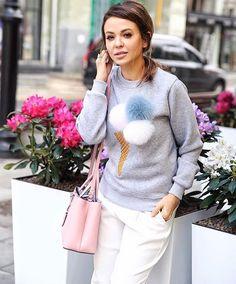 Bluzy z lodami 🍦🍦dostępne bedą juz od pierwszego ⏳tygodnia sierpnia 👉🏻🔜🔜 W nastepujących 🔻🔻kolorach:szary,biały,czerwony i beżowy.  #available#soon#in#progress#fur#pompom#fur#furs#furball#furballs#icecream#jumper#furjumper#fashion#chic#girly#girl#style#trendy#fashiononline#musthave#streetwear#streetstyle