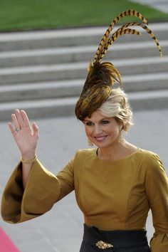 Queen maxima of the Netherlands, lovvvve love love her fascinator!! Check out juul'sweddingsinspiration for more gorgeous pins! XO Julie