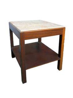 MESA ACONCHEGO - Mesa de madeira com tampo em mármore creme. Usada na recepção. Alt. 57,5 cm, Larg. 53 cm, Prof. 52 cm