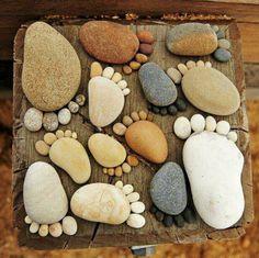 Con Resistol No más Clavos Resistente al Agua decora tu jardín usando piedras de distintos tamaños y ponlas como pies.