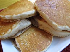 Easy Bisquick Vegan Pancakes - super fluffy! These are better than my normal from-scratch pancakes that have dairy and egg. #whatveganseat