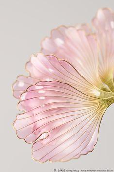 2018 創作簪【 花扇 -kasen- 桃 】Flower fan - Kanzashi, hairstick, headpiece, hairornaments, headdress - by Sakae, Japan Photo by Ryoukan Abe (www.ryoukan-abe.com)   Auction page ▶https://page.auctions.yahoo.co.jp/jp/auction/o218124125  Flickr ▶http://www.flickr.com/photos/sakaefly
