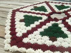 Primitive Pines Christmas Tree Skirt pattern by Priscilla Hewitt. Pattern in 2 places   here http://priscillascrochet.net/free%20patterns/Yo-Yo%20Afghans/Hexagon%20Yo-Yo%20Joining.pdf & here http://priscillascrochet.net/free%20patterns/X%20Afghans%20and%20Tree%20Skirts/Primitive%20Pines%20Yo-Yo%20Afghan%20&%20Christmas%20Tree%20Skirt.pdf