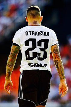 Nico Otamendi - Valencia CF