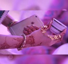 Image uploaded by إبّتٓهـِال. Find images and videos on We Heart It - the app to get lost in what you love. Unique Mehndi Designs, Beautiful Henna Designs, Stylish Girls Photos, Stylish Girl Pic, Mehendi, Arab Swag, Dps For Girls, Stylish Dpz, Metal Tattoo