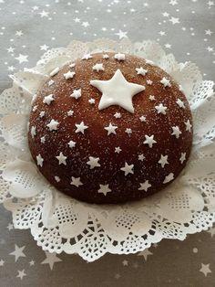 I migliori complimenti per la creatività ad Anna Gravina, ha realizzato la mia ciambella pan di stelle, lei in versione torta. Cake Cookies, Cupcake Cakes, Cupcakes, Mini Christmas Cakes, Chocolates, Cookie Bakery, Delicious Desserts, Just Desserts, Creative Food Art