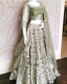 Want to flaunt your traditional looks? Check out these trending but traditional Gota Patti Lehenga Designs for Weddings. Indian Wedding Gowns, Indian Gowns Dresses, Indian Bridal Outfits, Indian Fashion Dresses, Dress Indian Style, Indian Designer Outfits, Pakistani Dresses, Designer Dresses, Indian Sarees