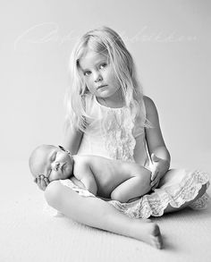 Sisterly love. so cute. @Mandy Munns, even though I know you don't want to do newborn photography. I think. :)