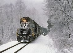 Train Pictures, Cool Pictures, Southern Railways, Norfolk Southern, Rolling Stock, Train Tracks, Covered Bridges, Train Station, Model Trains