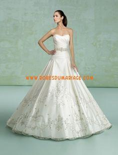 Kittychen robe de mariée bustier glamour avec traîne ornée de broderie satin Style Isest