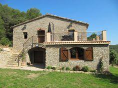 Cistella - Masia Can Ros - DescripciónCan Ros es una masía del siglo XVIII totalmente restaurada, situada a 3,5 km del pueblo de Cistella en la comarca del Alt Empordà. Se encuentra en un paraje idílico, en medio de un bosque...
