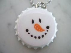Snowman Bottle Cap , idea for fridge magnets Bottle Cap Jewelry, Bottle Cap Necklace, Bottle Cap Art, Christmas Ornaments To Make, How To Make Ornaments, Christmas Fun, Bottle Top Crafts, Bottle Cap Projects, Snowman Crafts