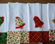 Pano de prato aplicação Natal - sino Christmas Towels, Quilting, Napkins, Patches, Sewing, Pets, Bread Bags, Dish Towels, Christmas Door