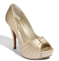 Cheap Champagne Shoes   Love, Lipstick, and Pearls: Wedding Post: Shoes