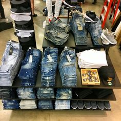 Guys denim table merchandising rue21 floorset