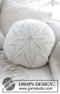 White flower pillow / DROPS - free knitting patterns by DROPS design - Stricken - Crochet Stitches Patterns, Knitting Patterns Free, Free Knitting, Baby Knitting, Free Pattern, Pouffe Pattern, Cushion Cover Pattern, Drops Design, Knitted Cushions