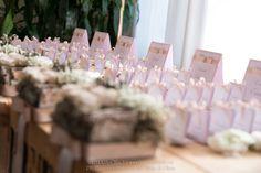 Matrimonio inverno, sposa, sposo, portafedi, tableau de mariage, renne, natalizio, natale, rosa, grigio, roselline, gypsophila, corteccia, betulla, lichene Winter wedding, mariage, bride, groom, bouquet, wedding rings, christmas, xmas, reindeer, pink, grey, roses, baby's breath, birch, bark, moss Per la galleria completa e i link dei vari fornitori visitate il sito internet www.traterraecielo.eu For complete photogallery and links of various furnisher visit the website www.traterraecielo.eu