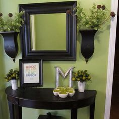 This is a great little entry table!