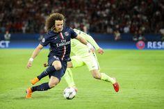 David Luiz em ação no jogo em Paris com o Barcelona
