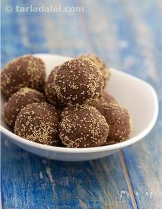 Indians are fortunate to have access to a selection of healthy flours with untold benefits. Made from super healthy nachni flour, these tasty laddoos will help build your vitamin b complex reserves. Two of these laddoos make a satiating mini snack.