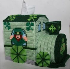 St. Patrick's Day Train Tissue Topper-Plastic Canvas Pattern