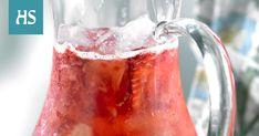 Alkoholiton mansikkabooli sopii myös lapsille. Tuoreet mansikat saavat tämän helpon boolin maistumaan kesältä. Food And Drink, Drinks, Drinking, Beverages, Drink, Beverage