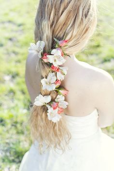 #Flowers in your #Hair | Photography: Cecelina Photography | Floral Design: Fearless Florals | Full shoot on http://stylemepretty.com/2013/05/31/wiup-hair-flower-inspiration-winners