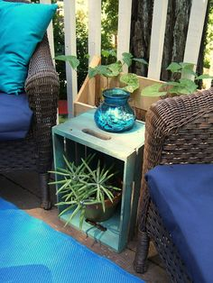 Genius Ways To Turn Your Tiny Outdoor Space Into A Relaxing Nook You can paint crates and lay them on their sides for handy outdoor end tables.You can paint crates and lay them on their sides for handy outdoor end tables. Crate End Tables, Outdoor End Tables, Diy End Tables, Small Outdoor Side Table, Side Tables, Cheap End Tables, Small End Tables, Diy Table, Outdoor Chairs
