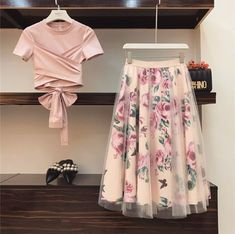 High quality Women Irregular T Shirt+Mesh Skirts Suits Bowknot Solid Tops Vintage Floral Skirt Sets Elegant Woman Two Piece Set Elegant Woman, Mode Outfits, Skirt Outfits, Girly Outfits, Summer Outfits, Tops Vintage, Vintage Floral, Vintage Skirt, Indian Fashion