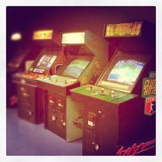 Arcade Room in Canada (Niagara Falls) #arcade #canada #simpsons #classic #games