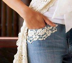 Resucita tus jeans viejos con un toque de creatividad Denim & lace - want to do this to pockets on one pair of my jeans Denim And Lace, Artisanats Denim, Denim Art, Diy Clothing, Sewing Clothes, Clothes Refashion, Diy Fashion, Ideias Fashion, Diy Kleidung