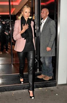 Charlize+Theron+Charlize+Theron+Rocks+Leather+sp2aFJ4Fzpil Charlize Theron Style, Charlize Theron Photos, Leather Pants Outfit, Black Leather Pants, Leather Leggings, Peach Blazer, Winter Outfits, Casual Outfits, Street Chic