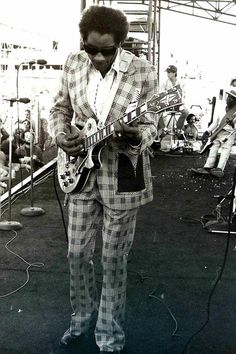 Hubert Sumlin- You have to be an awesome guitarist to be able to pull that suit off. And he was!