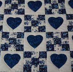 Amish Quilts – Handmade Patchwork Quilt For Sale in Blue and White Amish Quilt. Amish Quilts – Handmade Patchwork Quilt For Sale in Blue and White Amish Quilts – handgemachte Patchwork Quilting, Patchwork Quilts For Sale, Amische Quilts, Amish Quilts For Sale, Blue Quilts, Mini Quilts, Applique Quilts, Hand Quilting, White Quilts