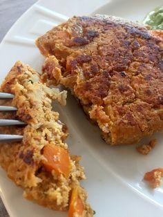 Une recette de galettes moelleuses et parfumées à base de tofu ferme, de carotte et d'oignon.
