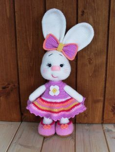 Use this pattern to crochet lovely bunny as a gift! #crochet #bunny