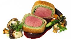 Kalbsfilet in der Brotkruste mit Pilzgröstl und Rotwein-Kirsch-Butter | Bild: BR / Endriß