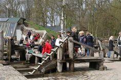 Zwolle - Doepark de Nooterhof. Een park met natuuractiviteiten. Trekpontje, waterspeeltuinen, tuin van de vergeten groenten, theehuis, Earthsip (klimaatneutraal gebouw).