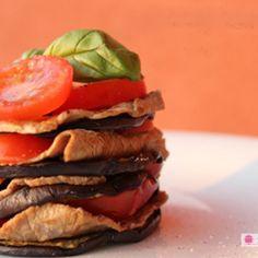 Torretta di melanzane e manzo con pomodori e basilico super light! #italianfood #italianrecipes #foodphotography #food #italy