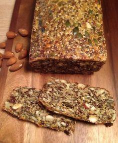LCHF rugbrød - SundeFristelser Rye Bread Recipes, Baking Recipes, Keto Recipes, Snack Recipes, Food N, Good Food, Food And Drink, Low Carb Bread, Keto Bread