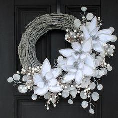 Twig Wreath, White Wreath, Wreath Crafts, Wreath Ideas, Ornament Wreath, Christmas Wreaths For Front Door, Holiday Wreaths, Winter Wreaths, Spring Wreaths